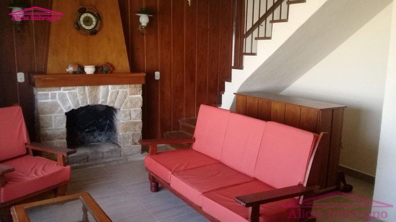 Alquiler temporal de Chalet en Zona V para 10 personas provisto por Alicia Imbrogno Propiedades | Verano 2020 | Miramar