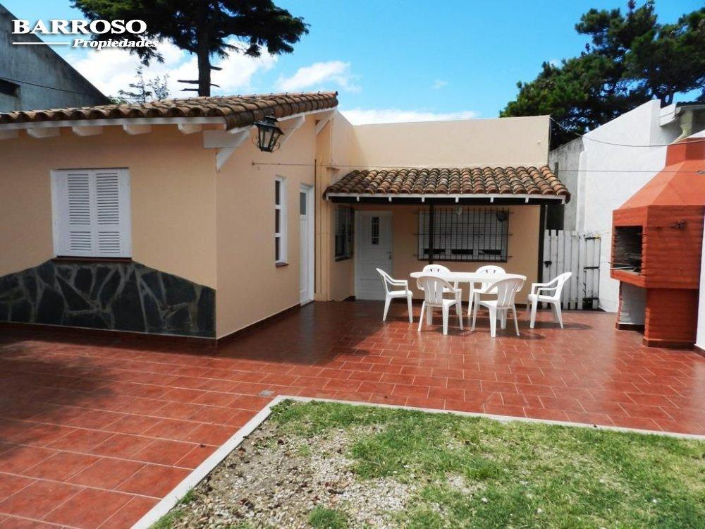 Alquiler temporal de Casa en Zona II para 6 personas provisto por Barroso Propiedades | Verano 2022 | Miramar